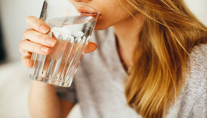 Soñar con beber agua